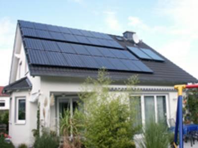 Solarthermische und Photovoltaikanlagen lassen sich auf dem Dach kombinieren