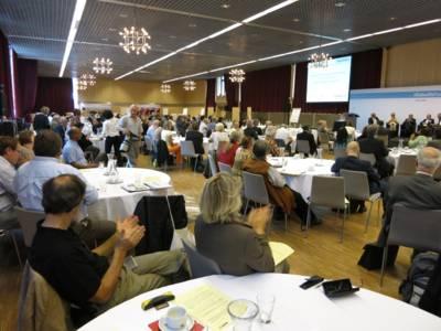 Teilnehmerinnen und Teilnehmer an der Bundeskonferenz der Kommunen und Initiativen im Hannover Congress Centrum