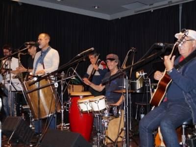 Mitglieder der Grupo Sal bei ihrem Auftritt im Freizeitheim Linden