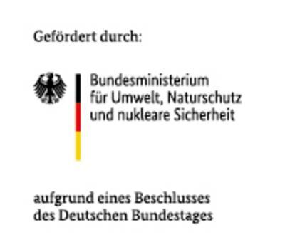 Bundesadler mit schwarz, rot, goldenen Strich mit Text: Gefördert durch: Bundesministerium für Umwelt, Naturschutz, Bau und Reaktorsicherheit mit Zusatz aufgrund eines Beschlusses des Deutschen Bundestages