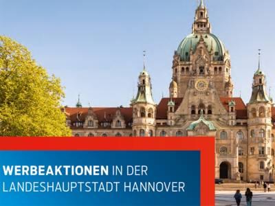 """Ausschnitt aus der Broschüre """"Werbeaktionen in der Landeshauptstadt Hannover"""", das im Hintergrund das Rathaus der Landeshauptstadt zeigt"""