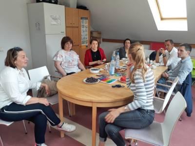 Die Delegation beim Besuch der Integrierten Kindertagesstätte Vinnhorster Weg