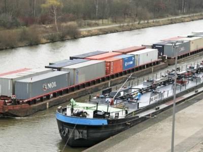 Containerschubverband auf dem Mittellandkanal