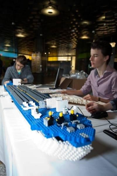 Flugzeugrumpf aus Legosteinen