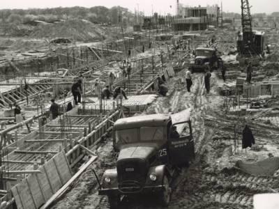 Großbaustelle, historisches Foto in Schwarz-Weiß