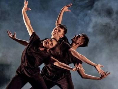 Drei Tänzer aus Singapur.