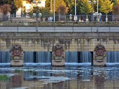 Brücke mit Skultpuren