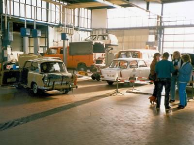 Fahrzeuge in Werkstatt