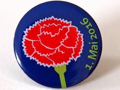 Foto: Mai-Nelke auf einem Pin des Deutschen Gewerkschaftsbundes.