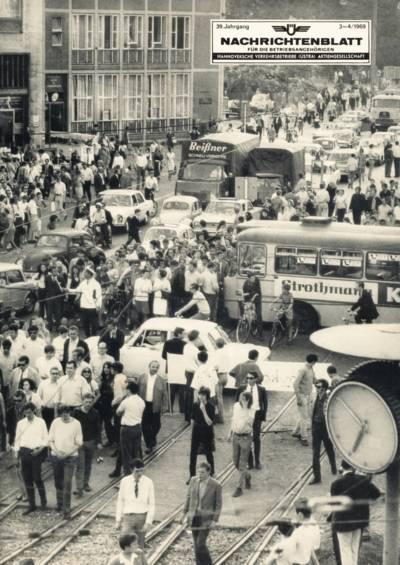 Demonstrationszug auf einer Straße