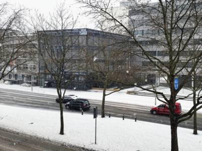 Straßenverkehr bei Schneefall