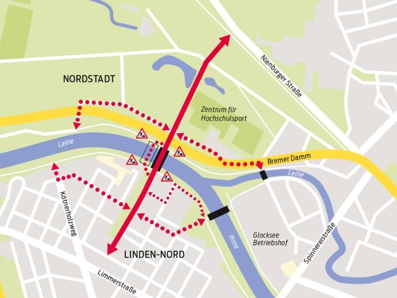 Karte eines Stadtteils. Eine roter Doppelpfeil führt über eine Brücke.