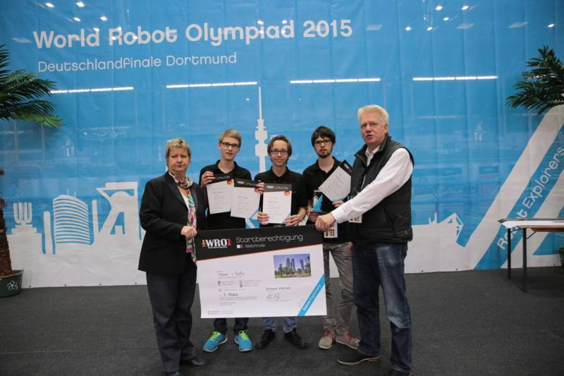 Team i-bots Senior: Jan Ole Weber, Jona Röhrig und Adrian Tschira