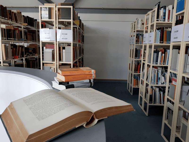 Das Stadtarchiv verfügt über eine Präsenzbibliothek mit etlichen Werken über Hannover.