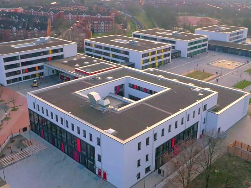 In dem im November 2016 neu eröffneten Stadtteilzentrum Mühlenberg werden kulturelle und soziale Einrichtungen der Stadt Hannover zusammengefasst. Diese am Bedarf des Stadtteils orientierte Infrastruktur bietet den Bewohnerinnen und Bewohnern der südwestlichen Stadtteile Hannovers Bildung, Beratung, Freizeit und Kultur unter einem Dach.