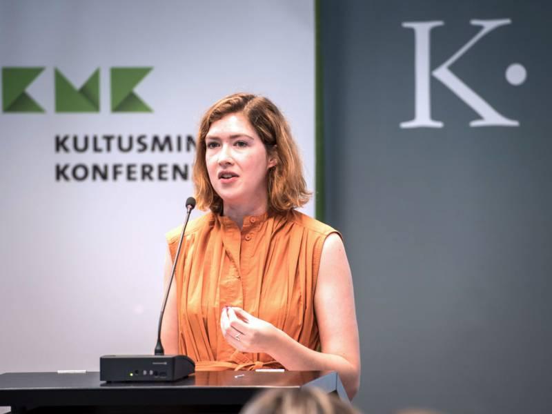 Acht Bewerberstädte präsentierten ihre Stadt: Schauspielerin Hannah Gibson spricht mit einem eindringlichen Monolog über die Krise in der EU, den Brexit, die Flüchtlingspolitik.