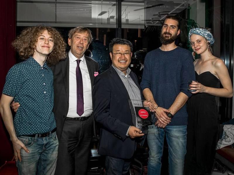 v.l.n.r.: John Winston Berta (Musiker), Chi Trung Khuu (Lieblingsbar), Harald Härke (Kulturdezernent), BenediktPoensgen (Kulturbüro), Manuel Mauritz (Lieblingsbar), Michelle Ailjets (Musikerin)