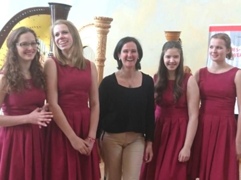 """Harfenschülerinnen und Isabel Moréton Achsel auf dem Bundeswettbewerb """"Jugend musiziert"""" 2016"""