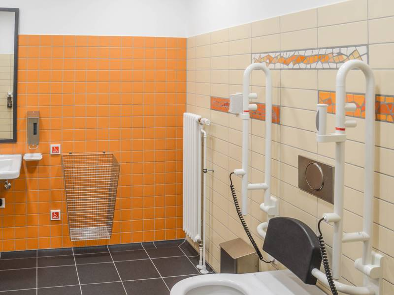 Im Rahmen der Sanierung entstand auch eine neue Behindertentoilette