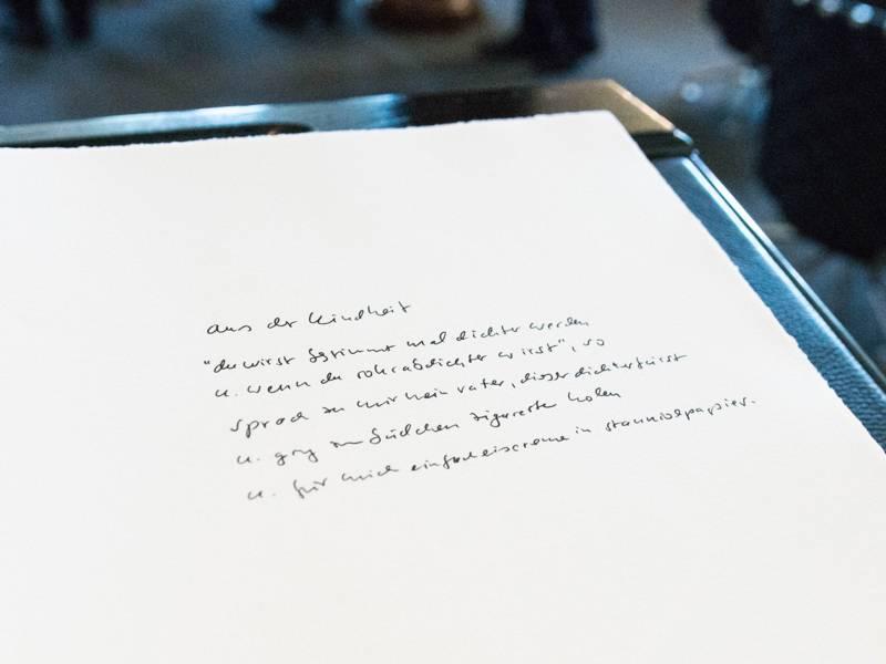 """Das Gedicht """"Aus der Kindheit"""" von Norbert Hummelt im Goldenen Buch"""