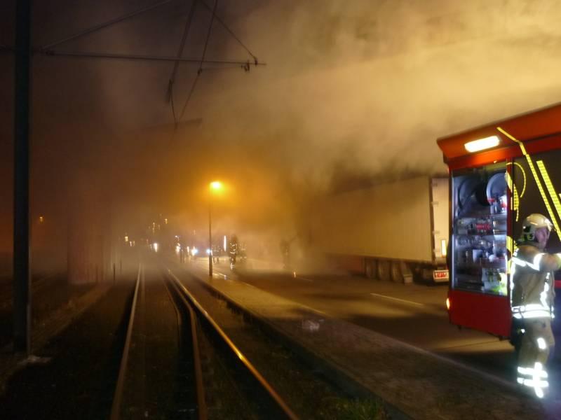 Rauchentwicklung beim Brand eines LKW's