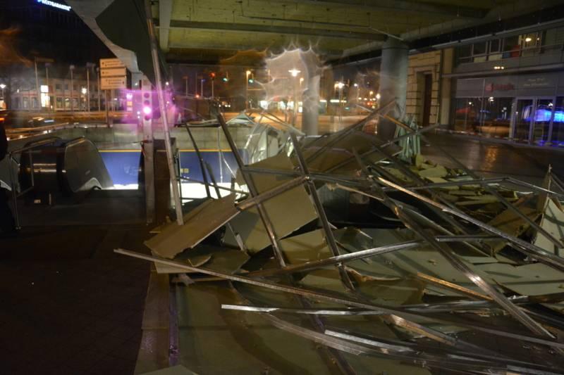 Am Aegidientorplatz wehte der Sturm das Glasdach des Torhauses herunter