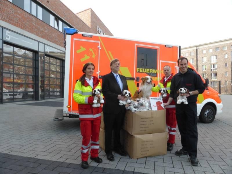 Deutsche Messe AG spendet Kuscheltiere an den hannoverschen Rettungsdienst