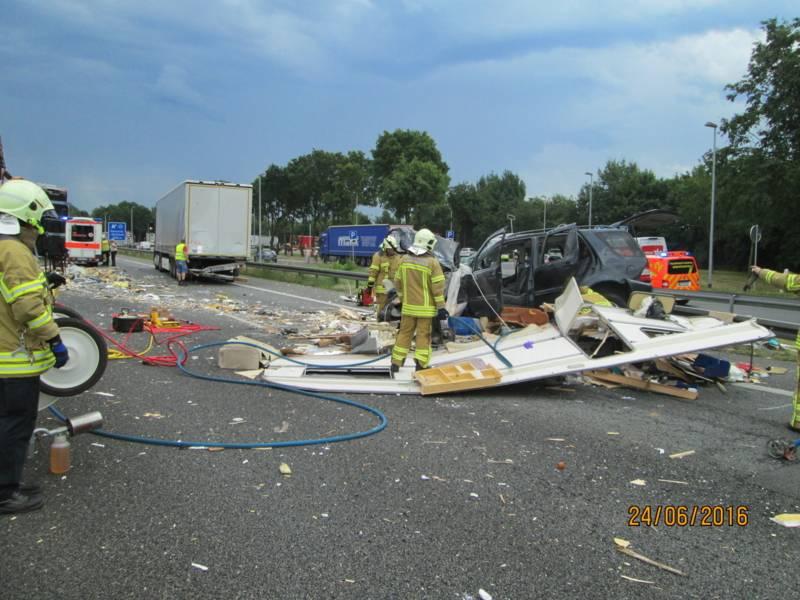 Beim Eintreffen fanden die Rettungskräfte einen völlig zerstörten Wohnwagen vor