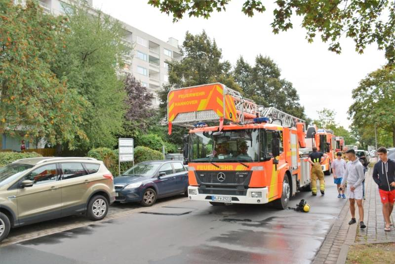 Bereitstellung der Einsatzfahrzeuge in der Plauener Straße.