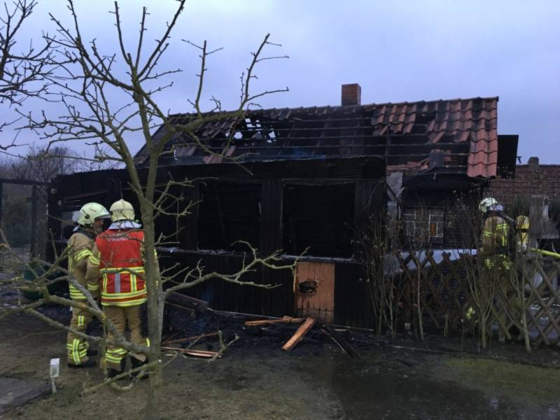 Die gemauerte und mit Holz verkleidete Laube wurde durch das Feuer stark beschädigt