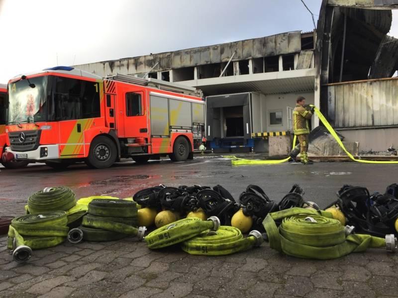 Im Zuge der am Folgetag durchgeführten Brandnachschauen wurden Glutnester abgelöscht.