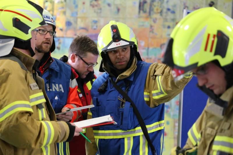 EIn Leitender Notarzt und der Organisatorische Leiter Rettungsdienst führen und koordinieren den Einsatzabschnitt Rettungsdienst.