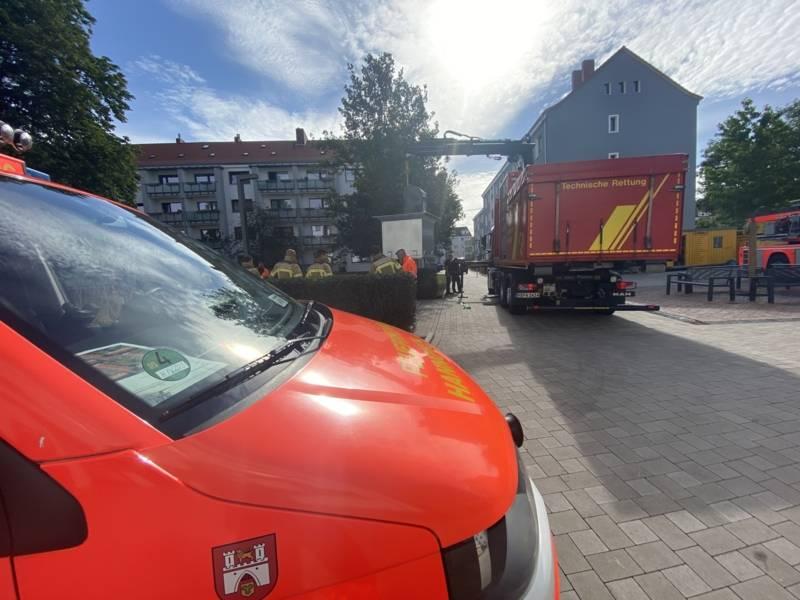 Um im Einsatzfall schnell die geeigneten Maßnahmen einleiten zu können, sind für uns die Besonderheiten im Umgang mit den Müllsammelbehältern bei Brandeinsätzen oder Technischen Hilfeleistungen wichtig