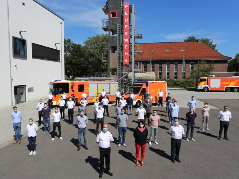 39 auszubildende Notfallsanitäter*innen und Brandmeisteranwärter*innen starten ihre Karriere bei der Berufsfeuerwehr