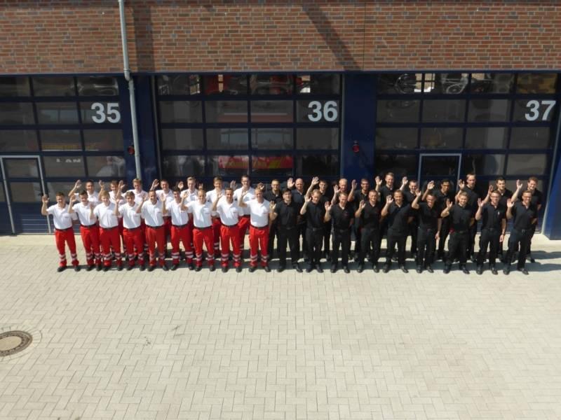 35 Auszubildende Notfallsanitäter und Brandmeisteranwärter starten ihre Karriere bei der Berufsfeuerwehr.