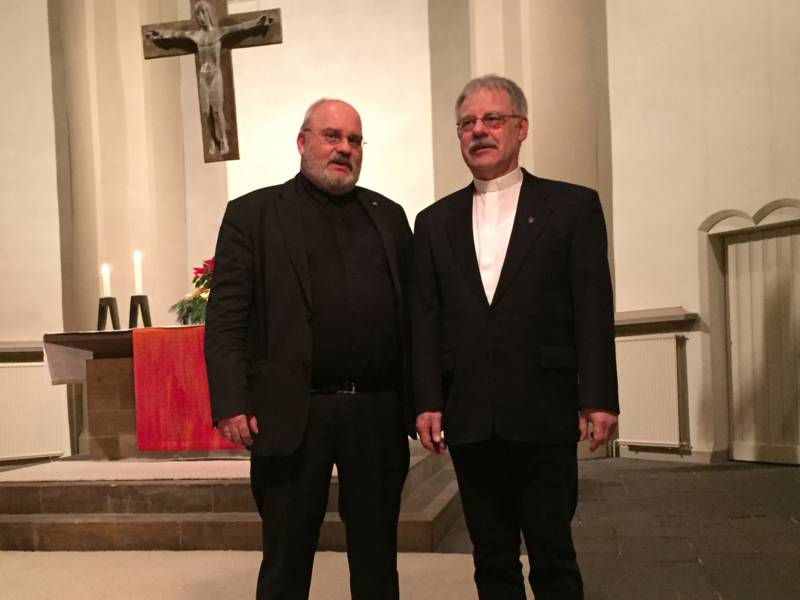 Pastor Matthias Stalmann (li.) wurde in seine neue Funktion im Leitungsteam der hannoverschen Notfallseelsorge eingeführt und übernimmt die Aufgabe von Pastor Reinhard Feders (re.), der nach fast zwölf Jahren mit Eintritt in den Ruhestand aus dem Amt ausscheidet.