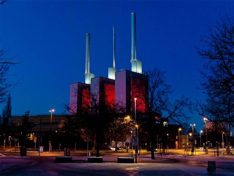 Das Heizkraftwerk Linden illuminiert
