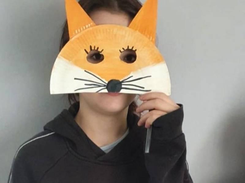 Fantasievoll: Eine Fuchsmaske lässt sich leicht selbst basteln.