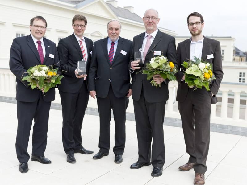 Fünf Männer in Anzügen: Die Vertreter der ausgezeichneten Unternehmen