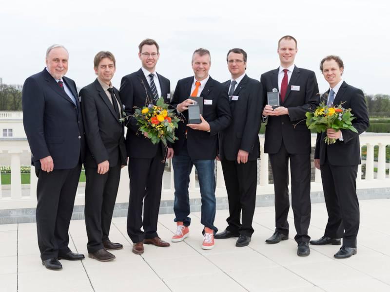 Gruppenbild mit sieben Männern