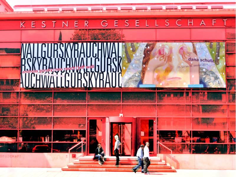 Gebäudeansicht in roten Farben