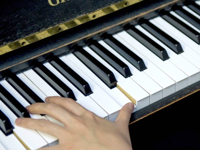 Foto: Hands on a piano