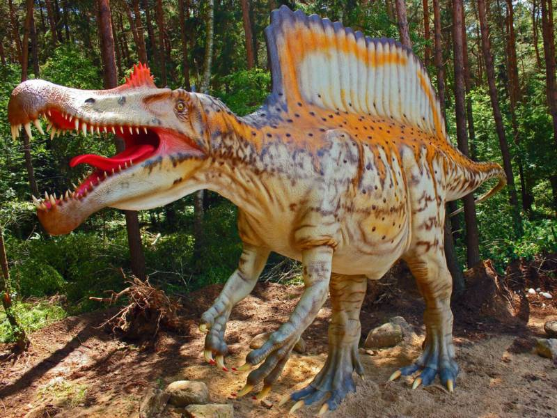 Lebensgroßes Dinosauriermodell