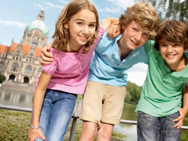 Kinder vor Hannovers Rathaus
