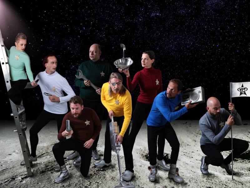 Gruppe auf dem Mond
