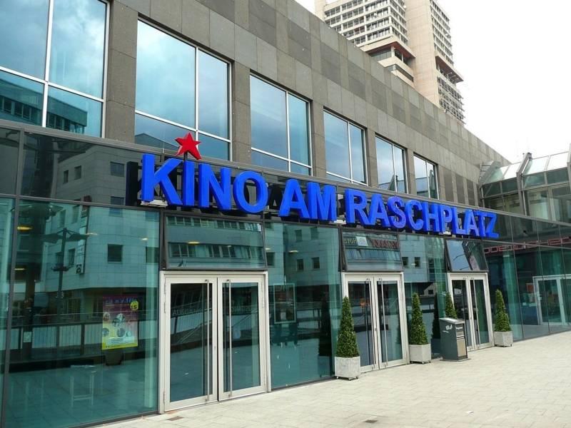 Das Kino-Gebäude von außen