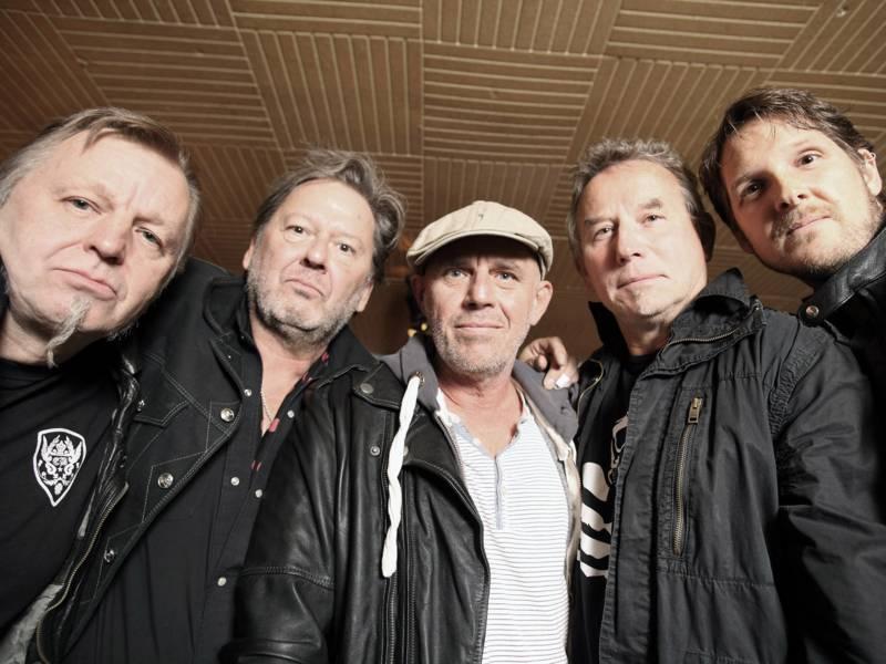Fünf Männer