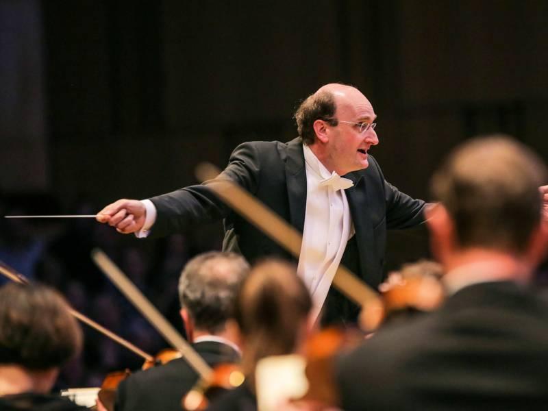 Dirigent mit Orchestermusikern