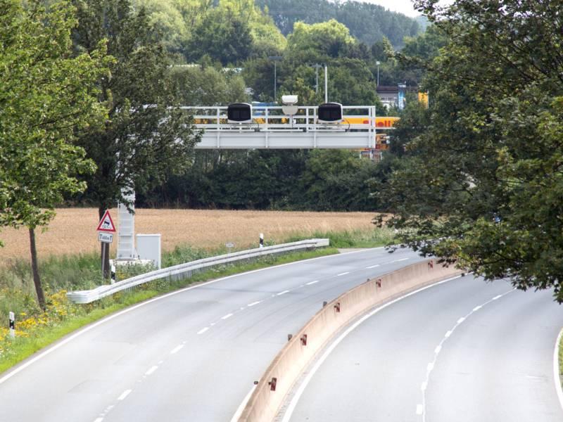 Vierspurige Straße
