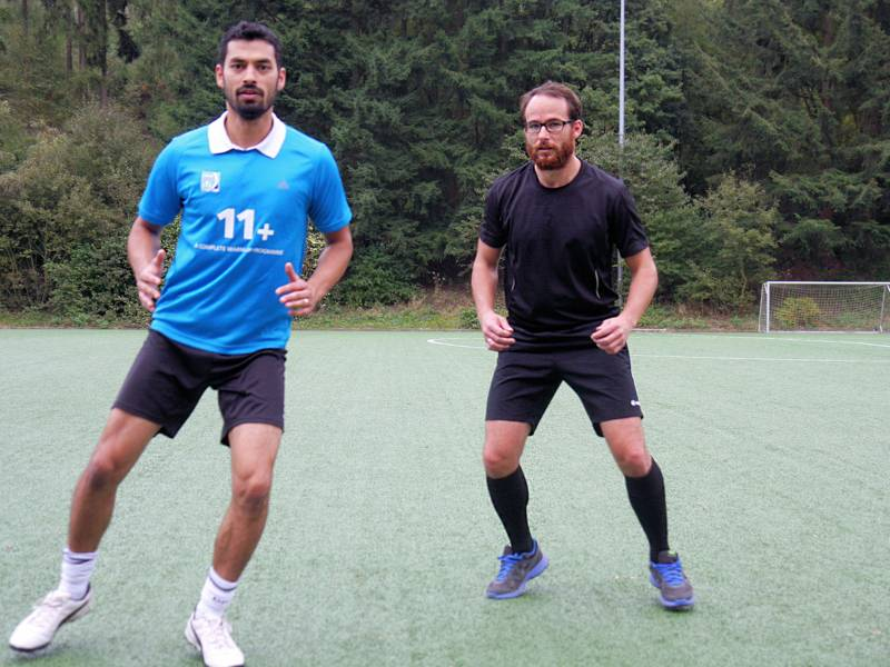 Zwei Männer beim Sport.